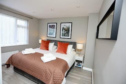03 Bedroom Hillingdon House in Uxbridge