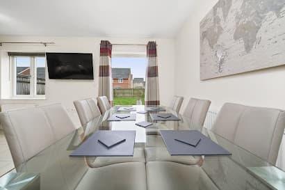 Heathrow Living Holywell Serviced House